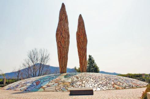 白崎園のシンボルになっているモニュメント