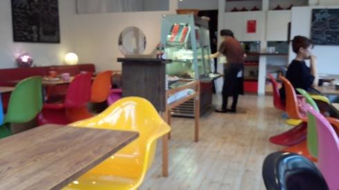 カフェグリグリ(GrisGris)、ポップカラーがかわいい呉の人気店