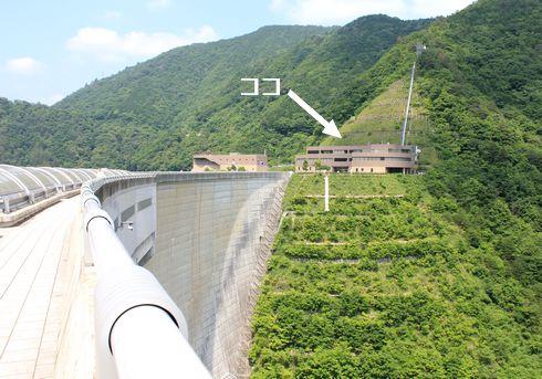 温井ダム 見学、温井ダム管理所から地下に降ります