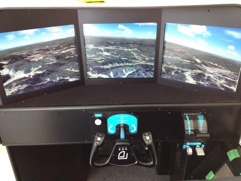 広島空港に フライトシミュレータ登場!操縦席を体験しよう