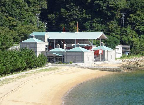 桂浜海水浴場の脇に、長門の造船歴史館