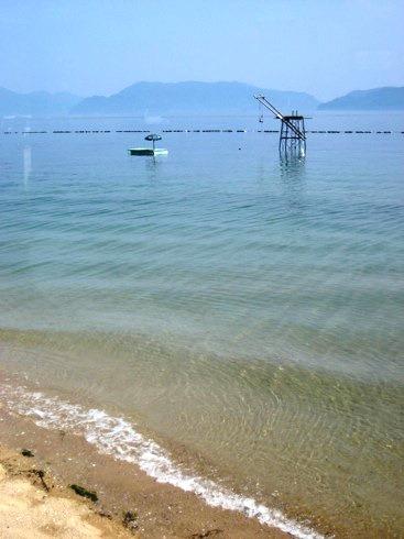 呉市 七浦海水浴場、山と海に囲まれた静かなビーチ