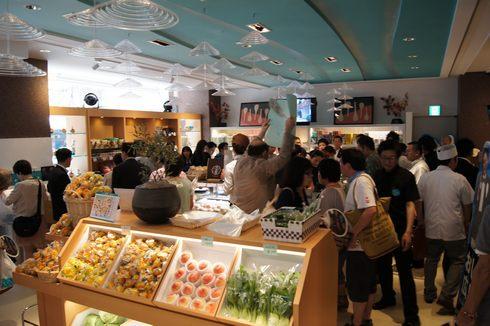 tauのオープン直後の店内の様子画像