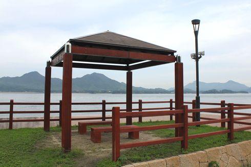 すなみ海浜公園 休憩のベンチの画像