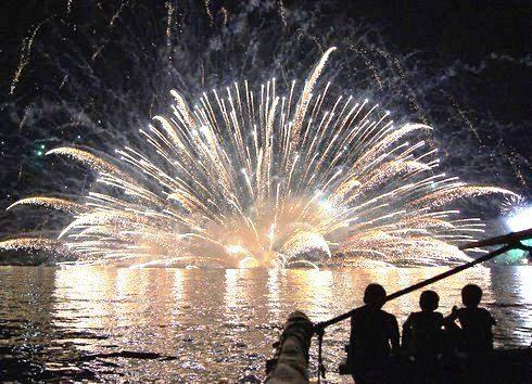 宮島水中花火大会2012、清盛と厳島をイメージした花火を 画像と動画で