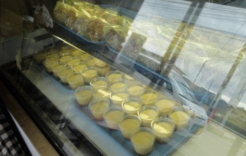 府中市 手作りケーキ楓 店内ショーケース