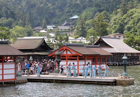 宮島 厳島神社の 玉取祭の様子 画像7