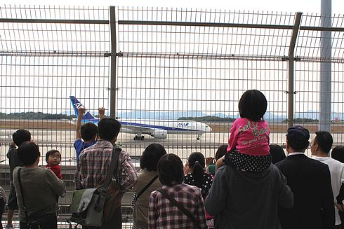 広島空港祭り 見学送迎デッキの様子