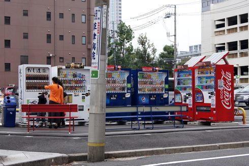 魚がまるごと入ったペットボトル 「だし道楽」、自動販売機で醤油を売る風景が広島市内にも