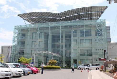 北広島町役場がスタイリッシュにソーラー発電