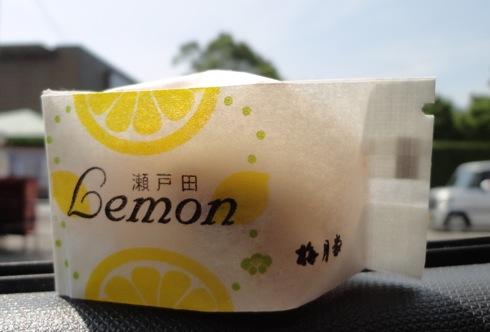 瀬戸田 梅月堂の レモンケーキ、こちらはマロングラッセ入り