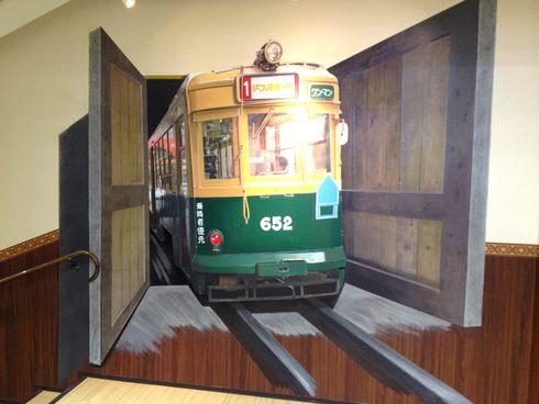 階段でトリックアート 「ドンキKAIDAN美術館」、ドンキホーテ広島八丁堀店7