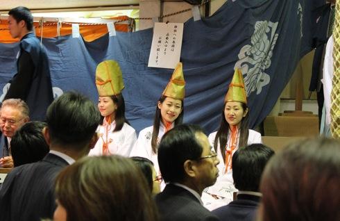 胡子神社 胡子大祭の3人娘の画像