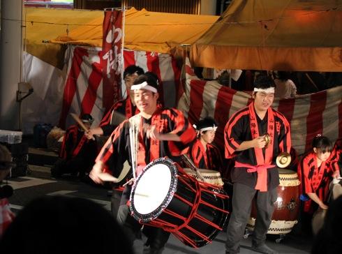 胡子大祭 中央通りでの太鼓競演