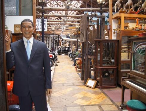 福山自動車時計博物館 入口のオバマ