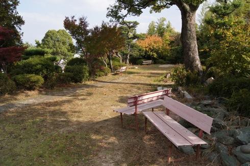 半べえ庭園 の上のベンチ