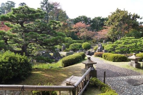半べえ庭園、季節の移ろい感じるお庭を散策
