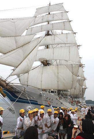 日本丸が帆を広げる セイルドリル、帆船フェスタ広島で