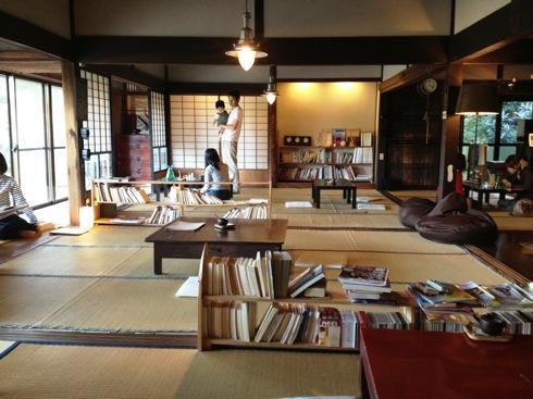 世羅 おへそカフェ 客席の畳の広間