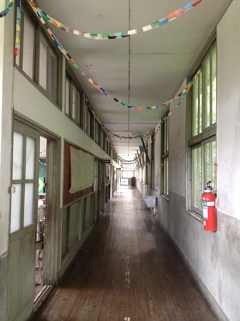 神石高原 廃校になった小学校の廊下