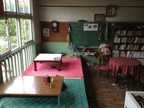 神石高原 学校食堂 畳の席