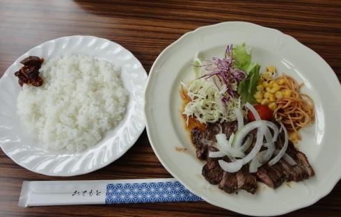 神石高原 学校食堂 黒毛和牛のステーキランチ