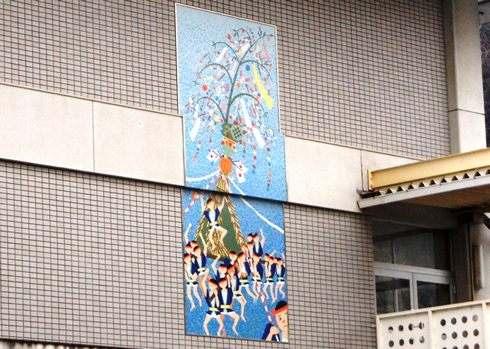 山波とんど は小学校の壁画にもなっている
