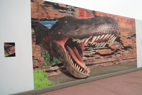 カープトリックランド 恐竜のトリックアート
