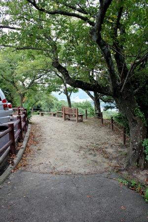 因島公園 入口付近のベンチ