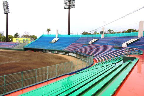 津田恒美スタジアム のスタンドの画像