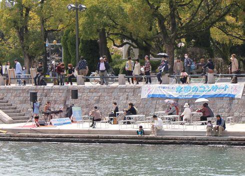 広島市 親水テラス 水辺のコンサートの様子