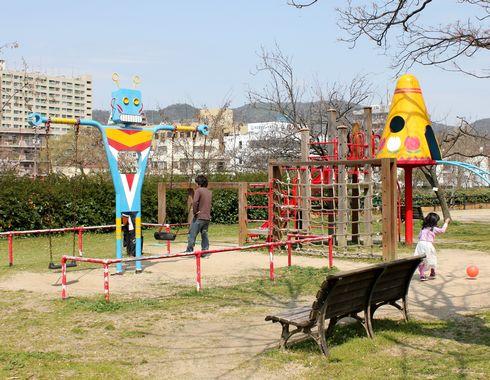 広島市 水の都リバーウォーク 公園もある