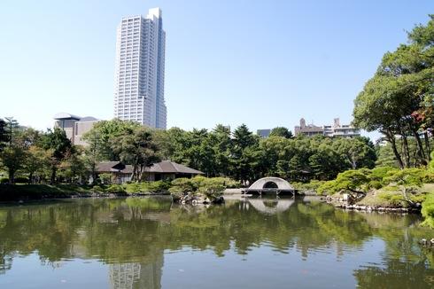 縮景園の池の画像