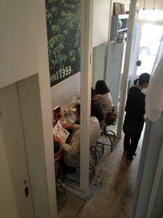 呉 昴珈琲のカフェ1959店の1階の様子