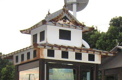 三原駅前の 三原城電話ボックス