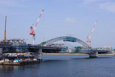 広島南道路、太田川放水路にアーチが架かる!