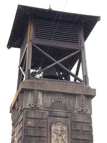 時報塔、中にはアメリカ製の鐘が