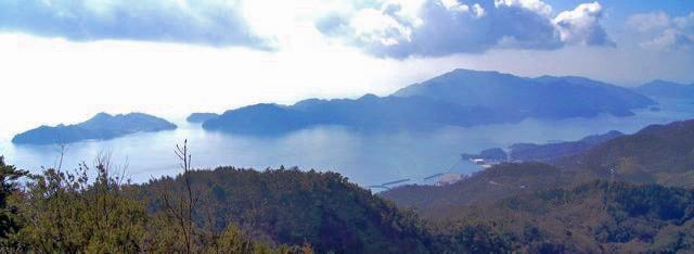 神峰山からの四国連山などの風景