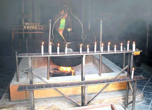 宮島 消えずの霊火堂は恋人の聖地、炎も愛もエンドレス