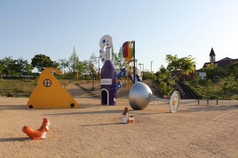 みよし運動公園 遊具が改装中、ピオーネをテーマにカラフルに変化