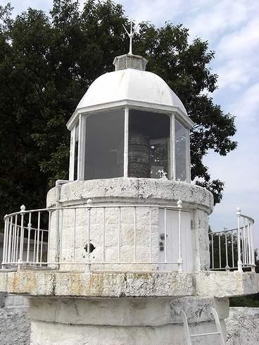 中ノ鼻灯台、大崎上島の 白い灯台