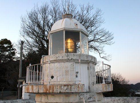 中ノ鼻灯台、大崎上島の南端に建つ 白くヨーロピアンな灯台