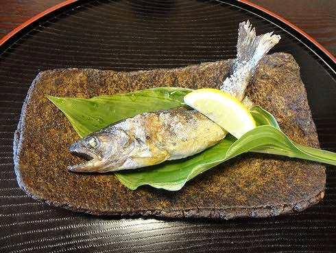 廿日市 山茶花(さざんか) ヤマメの塩焼き 画像