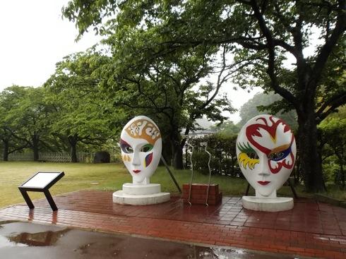 広島 ガラスの里の仮面の広場