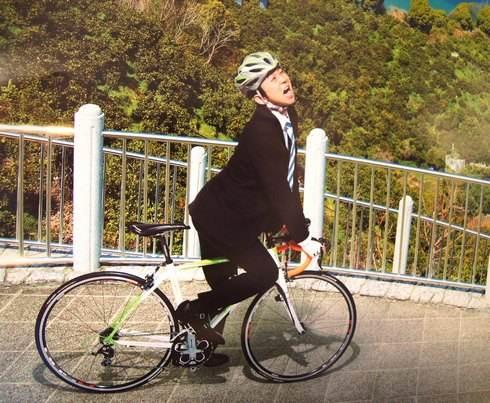 有吉弘行 「行かなきゃ おしい!広島県」 有吉が自転車に ポスター