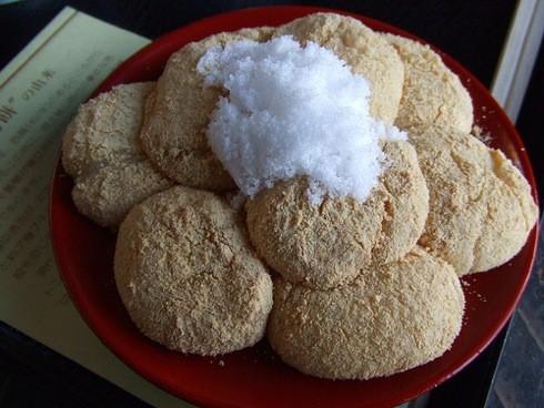 太閣力餅は宮島グルメ、五重塔下で歴史に想いを馳せる甘味処
