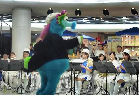 広島市消防音楽隊、AKBから あまちゃんまで!美しい演奏にスラィリーも飛び入り参加