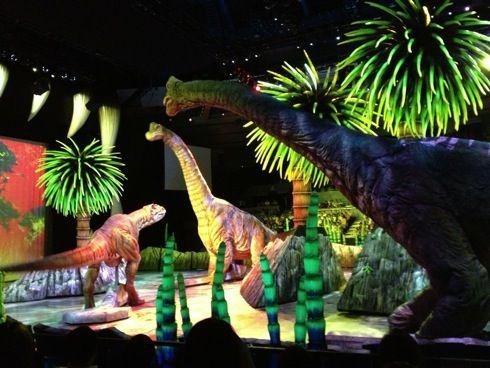 ウォーキングwithダイナソー 2013 in広島、最後の日本公演 ティラノサウルスも大暴れ