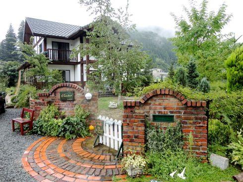 ノラの家、自慢のイングリッシュガーデン眺める癒しのおうちカフェ