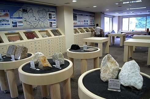 岩石と鉱物の展示室、庄原市立比和自然科学博物館 地学分館